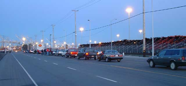 040703_antiwar_oakland_docks_blocked_traffic.jpg