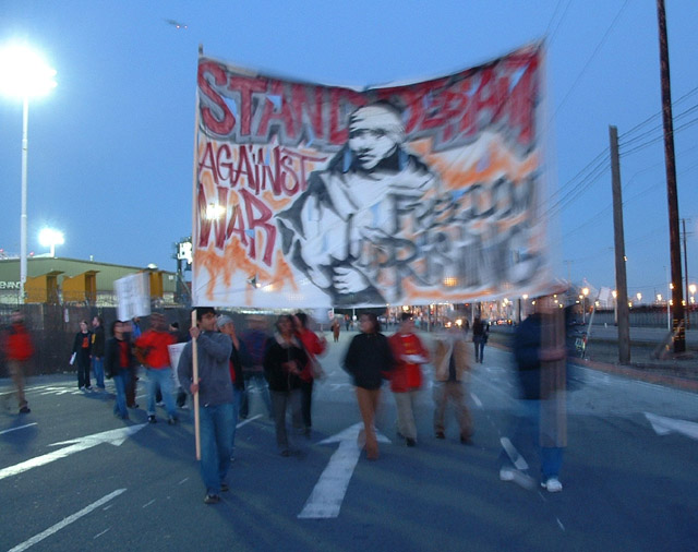 040703_antiwar_oakland_docks_freedom_rising.jpg