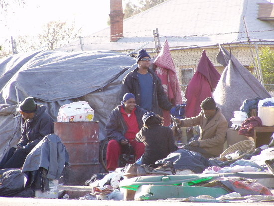 Crimenes del Capitalismo - Página 3 Homeless_in_fresno