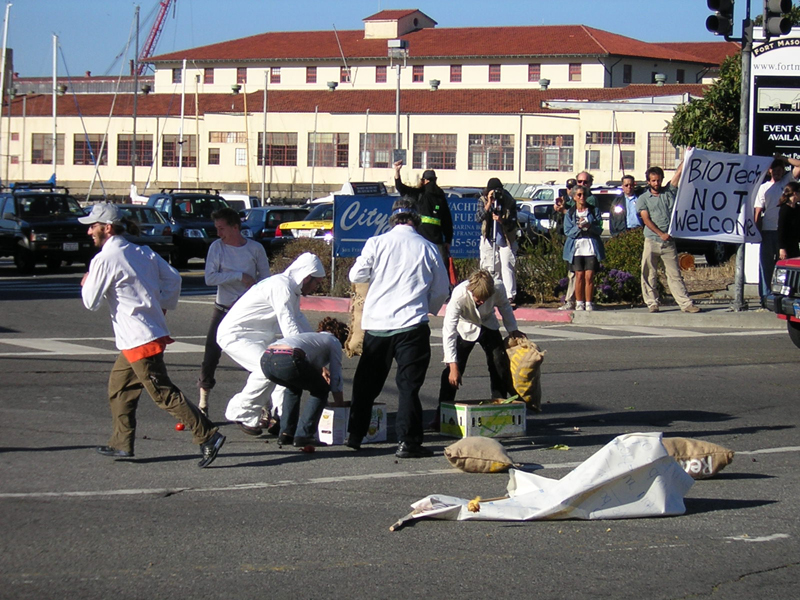 060604fortmason_foodfight2.jpg