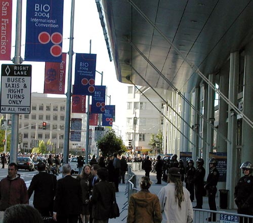 15_police_surround_moscone_west.jpg