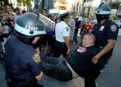 police brutality in nyc Protesters rage against police brutality by georgett roberts and aaron short  millions march nyc capped 10 days of nearly nonstop protests since a staten island grand jury decided not to .