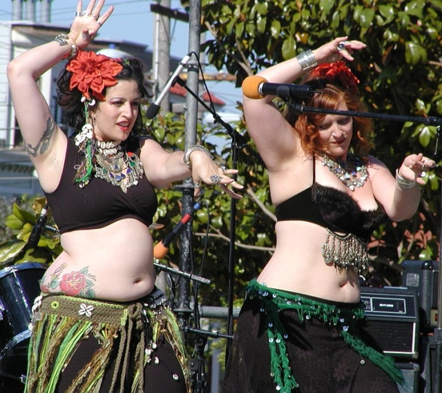 640_23_belly_dancers.jpg original image ( 750x668)