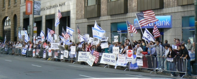 640_10_pro_israel_crowd_0.jpg original image ( 1000x403)