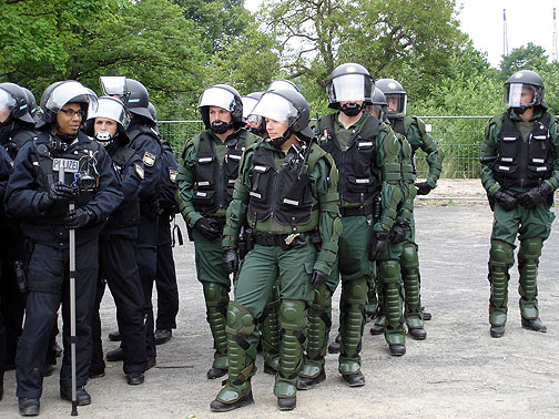 cc_rostock_june2_cops-waiti.jpg