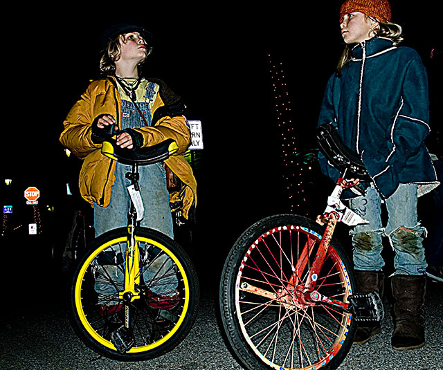 unicyclists_12-31-07.jpg