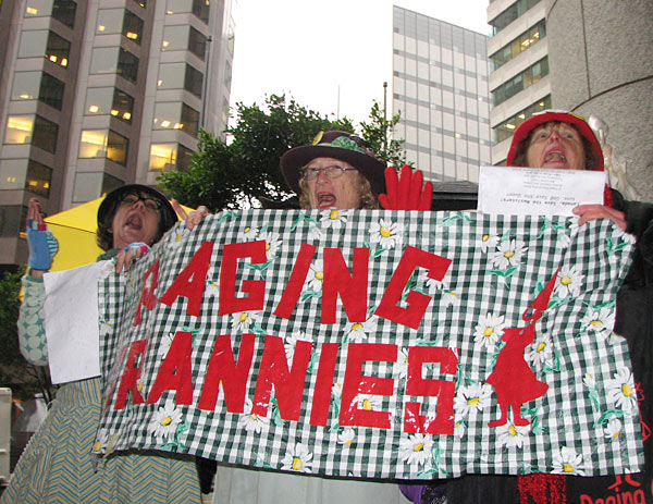 6-raging-grannies-079.jpg