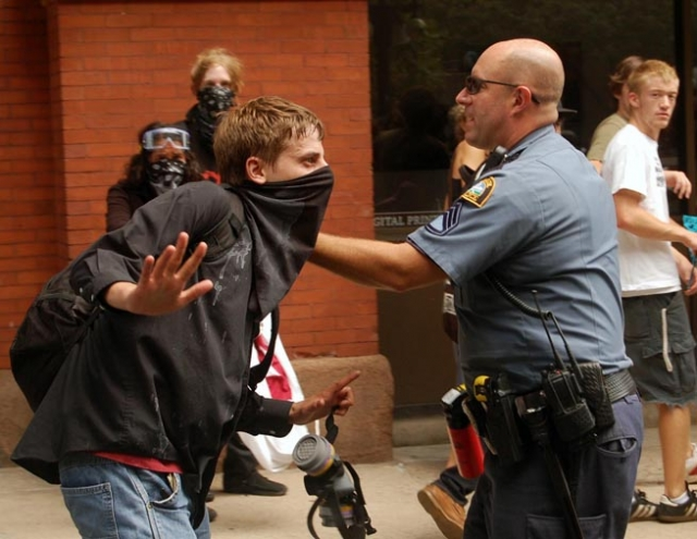 640_cop_confronting_young_man_1-ps.jpg