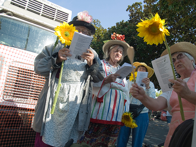 raging-grannies_9-10-08.jpg