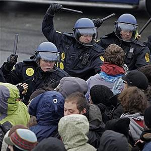 ap_denmark_climate_conference_protesters_police_16dec09_300_1_1.jpg
