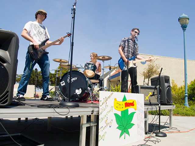 smush_csumb-cannabis-legalization-rally_4-26-10.jpg