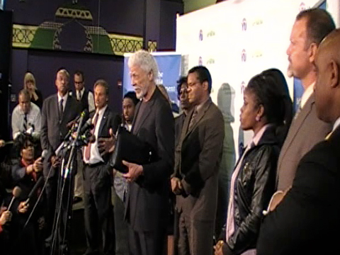 holder_pressconf-oaklandleadersyouthuprising_051110.jpg