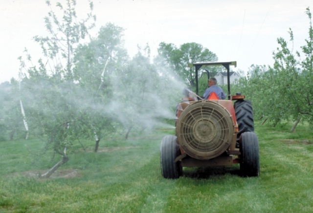 640_pesticide_sprayer_hartman_apple-spraying_orchard_-_haney_s_sprayer.jpg.jpeg