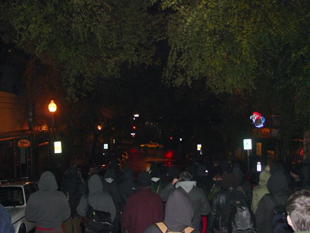 ucberkeleychancellorhouseprotest_121109a.jpg