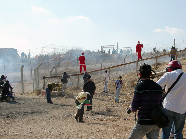 bilin_wallprotest_122410_1237_4.jpg
