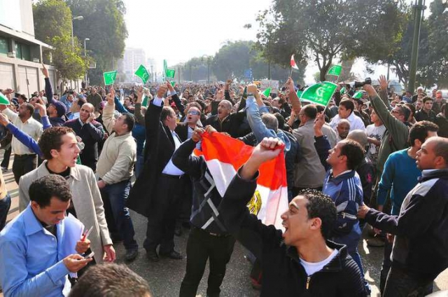 640_20110125_egypt_protest_in_front_national__un_democratic_party.jpg