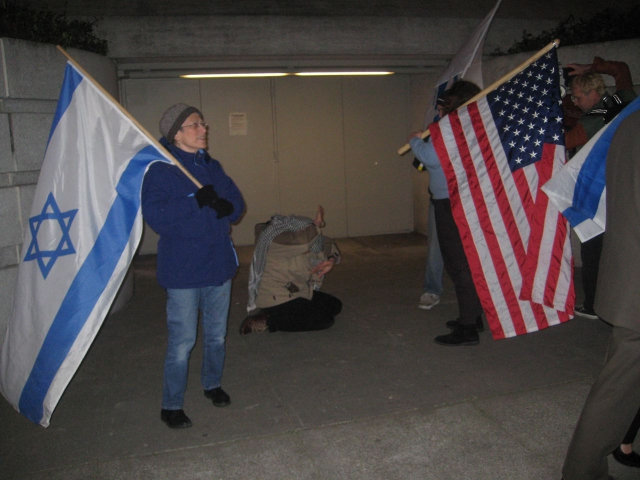640_israeli_flags_over_checkpt.jpg