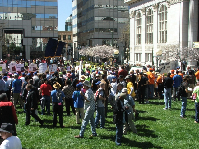 640_port_protest_031511_038.jpg original image ( 2272x1704)