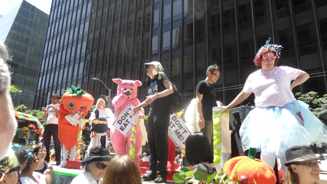 sf-pride-peta-animal_protection-vegetarian_community_contingent-062611_-_36.jpg