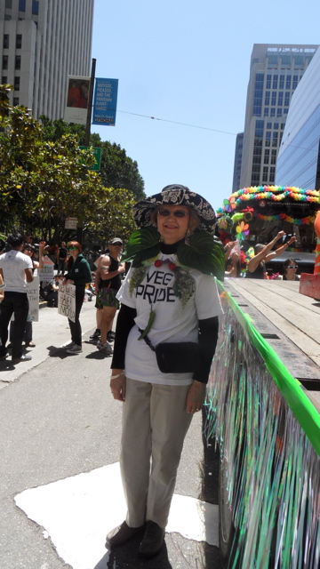 sf-pride-peta-animal_protection-vegetarian_community_contingent-062611_-_37.jpg