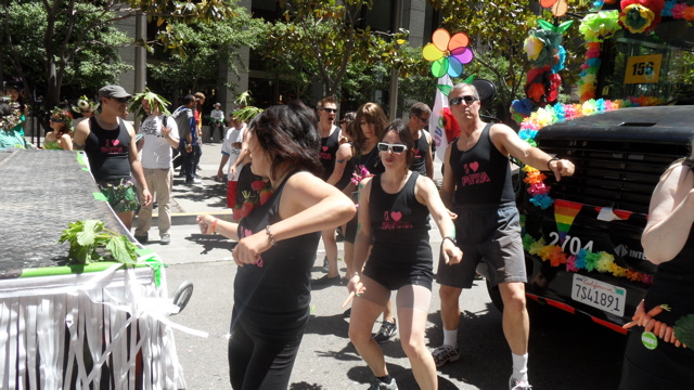 sf-pride-peta-animal_protection-vegetarian_community_contingent-062611_-_39.jpg