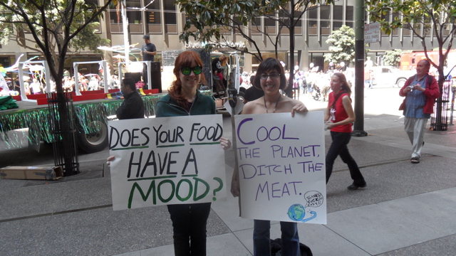 sf-pride-peta-animal_protection-vegetarian_community_contingent-062611_-_4.jpg
