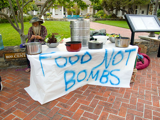 food-not-bombs-santa-cruz_6-30-11.jpg