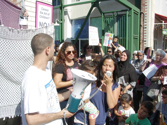 mocha_gaza-childrensart-demo_092311-12.jpg