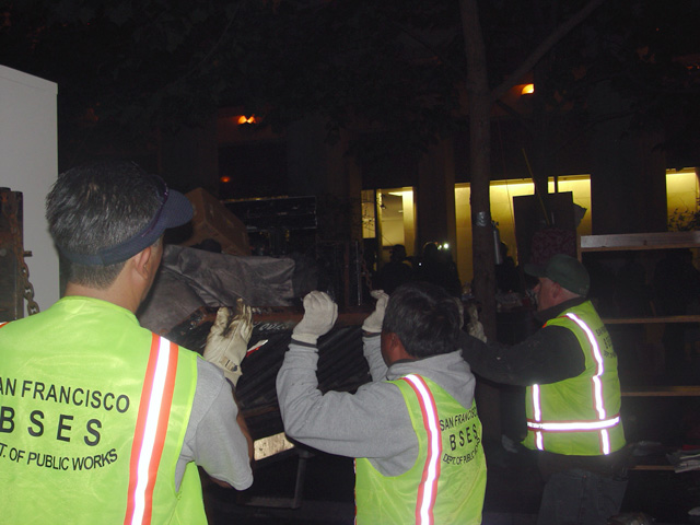 occupysf_policeraid_100611013241.jpg