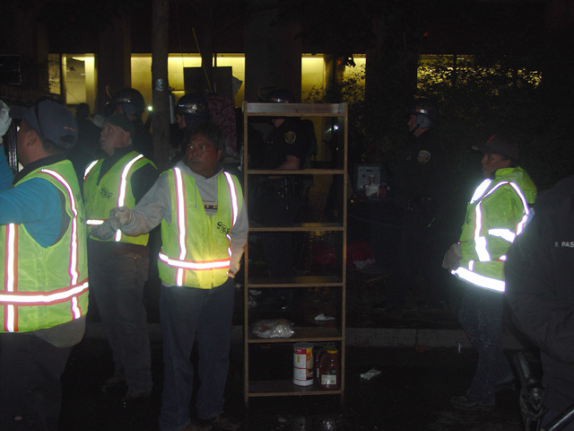 occupysf_policeraid_100611013247.jpg