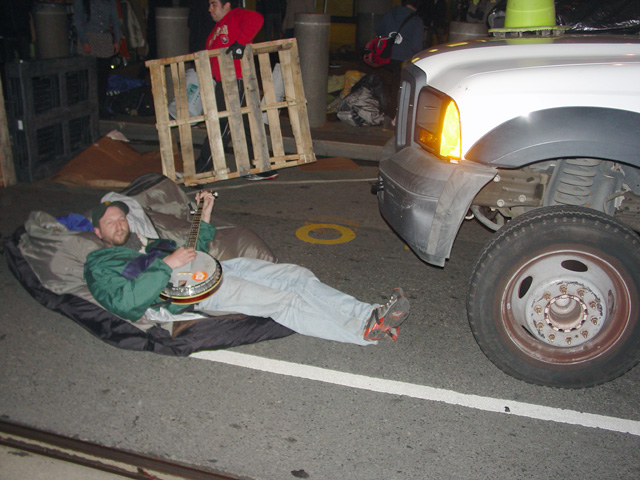 occupysf_policeraid_100611014401.jpg