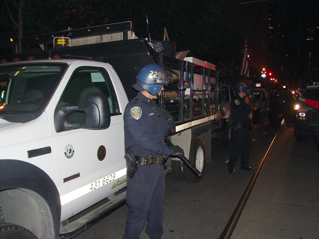 occupysf_policeraid_100611014417.jpg
