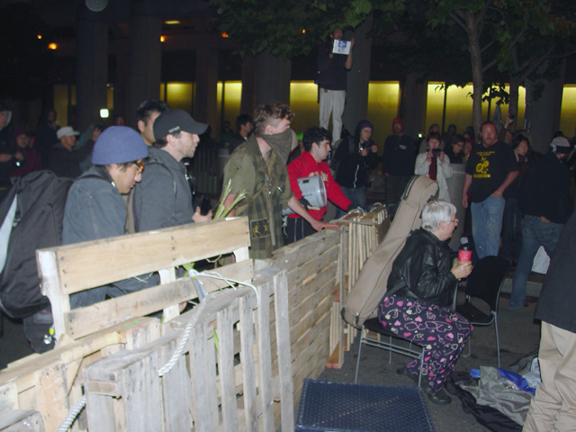 occupysf_policeraid_100611014512.jpg