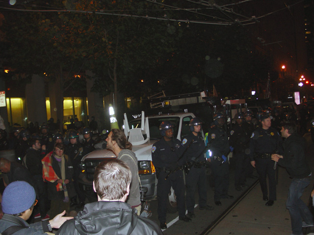 occupysf_policeraid_100611014703.jpg