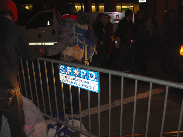 occupysf_policeraid_100611015947.jpg