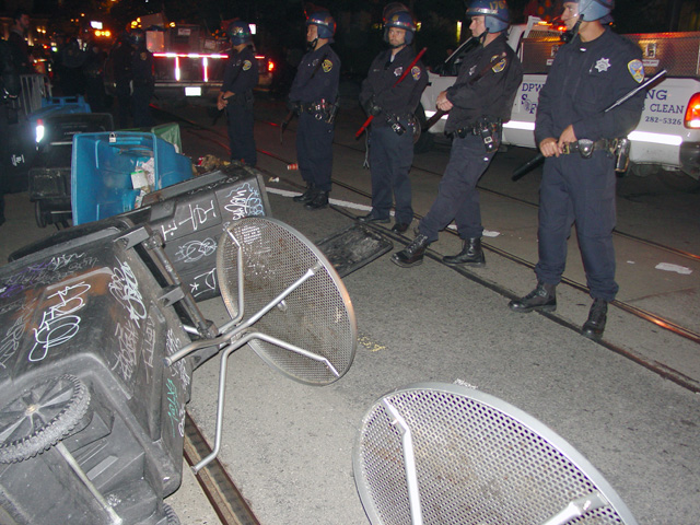 occupysf_policeraid_100611020919.jpg