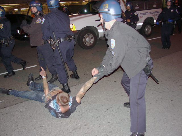 occupysf_policeraid_100611021310.jpg