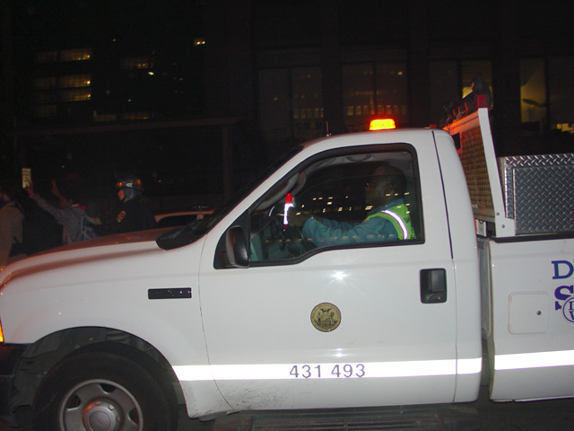 occupysf_policeraid_100611021446.jpg