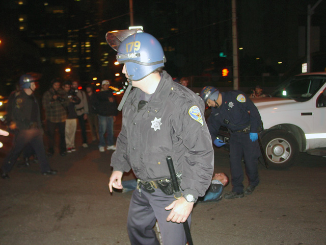 occupysf_policeraid_100611021526.jpg