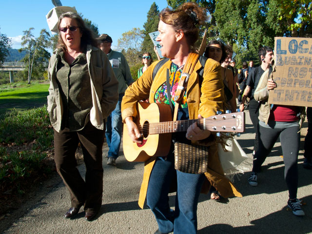 occupy-santa-cruz_13_10-7-11.jpg