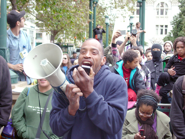 occupyoakland_day001_101011162727.jpg
