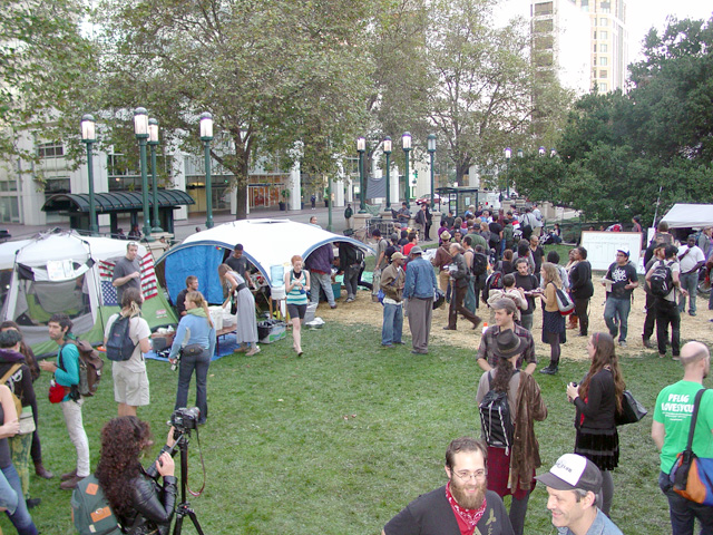 occupyoakland_day002-03_101111182539.jpg
