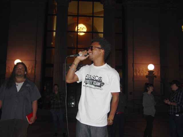 occupyoakland_day002-16_101111193317.jpg