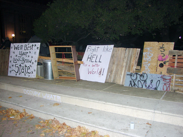 occupyoakland-day016-raid-102511031838.jpg