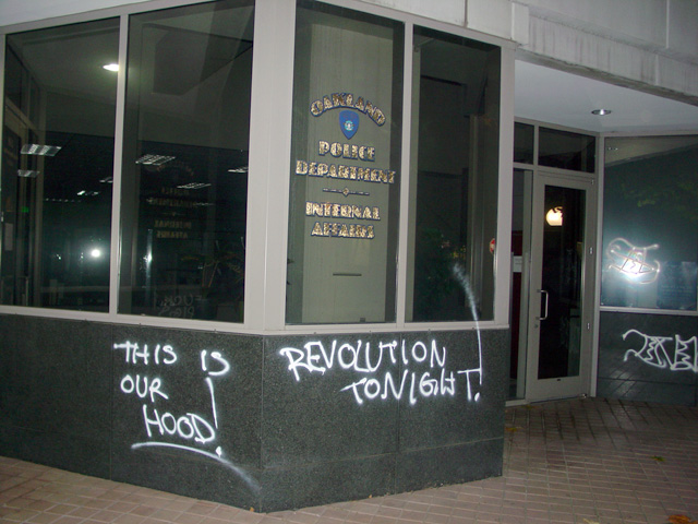 occupyoakland-day016-raid-102511041104.jpg