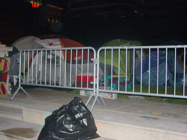occupyoakland-day016-raid-102511041607.jpg