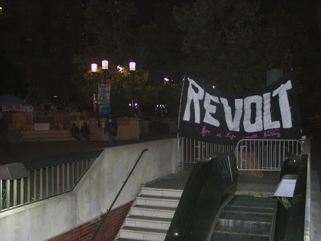 occupyoakland-day016-raid-102511041824.jpg