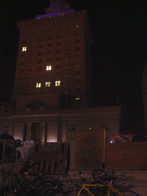 occupyoakland-day016-raid-102511042310.jpg