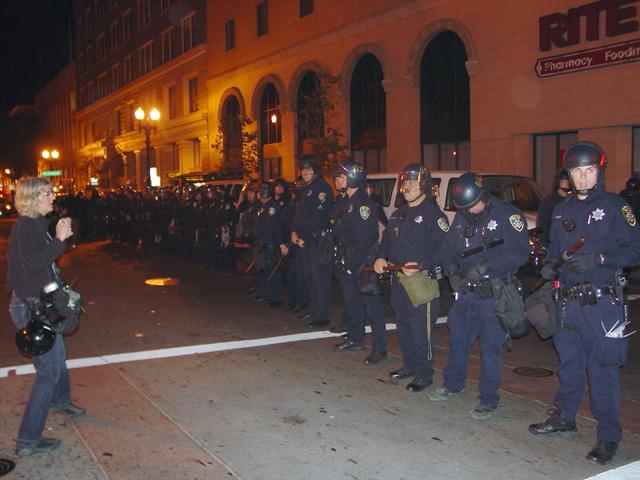 occupyoakland-day016-raid-102511043355.jpg