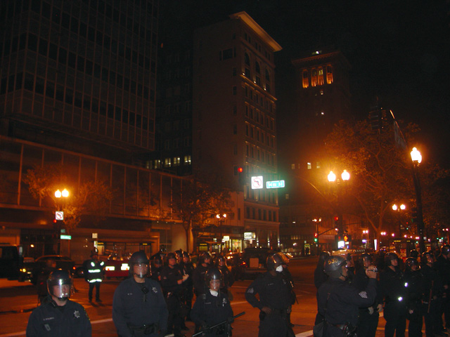 occupyoakland-day016-raid-102511043550.jpg